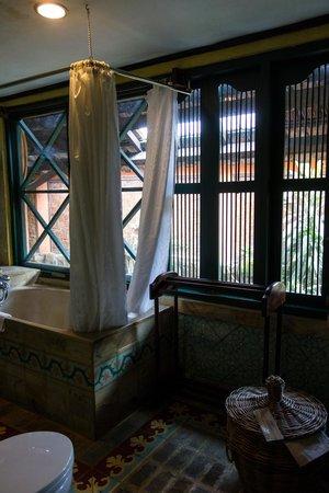 Dusun Jogja Village Inn: Bathroom