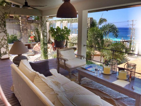 Villas Enrique: Deck overlooking the private pool and the ocean.
