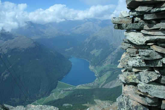 Oberraindlhof: Lago di Vernago verso la croda rotta