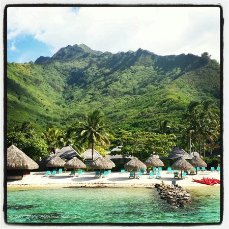 Hilton Moorea Lagoon Resort & Spa: View of the hotel from the water