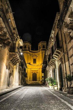 Domo Triskele: Via Nicolaci