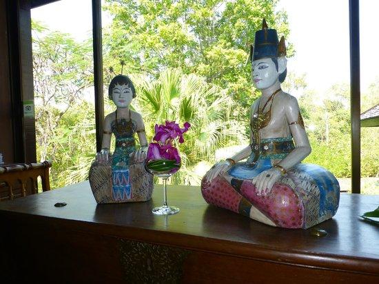 Lana Thai Villa: Vestibule avec vue sur le parc