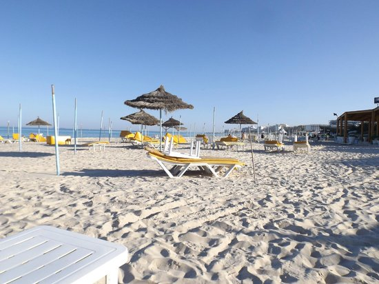 JAZ Tour Khalef Thalasso & Spa : Empty beach in February