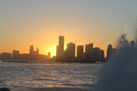 Thriller Miami Speedboat Adventures: sunset downtown Miami