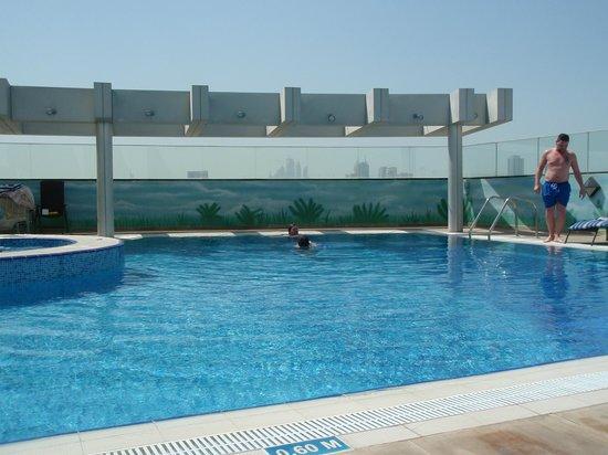 Ramada Chelsea Al Barsha: Rooftop pool