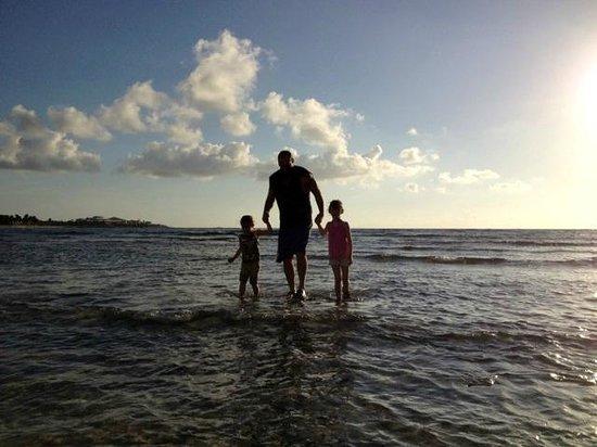 Bel Air Collection Xpu Ha Riviera Maya : Walking into the rocky beach