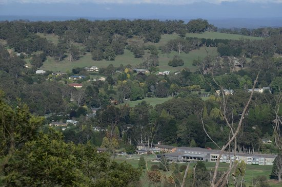 Gibraltar Hotel Bowral : View of the Gibraltar from afar - the white building set in the valley below