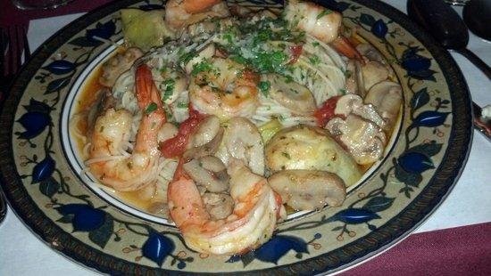 Michael's Restaurant: Shrimp and artichokes on pasta.