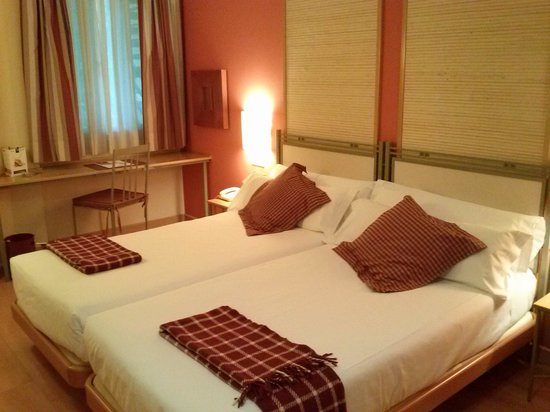 Hotel T3 Tirol: Vista habitación