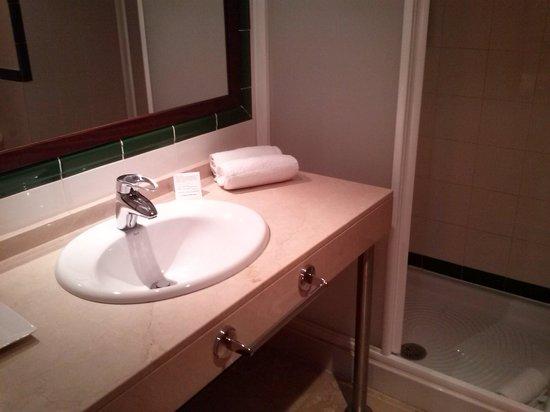 Hotel T3 Tirol: Vista baño 1