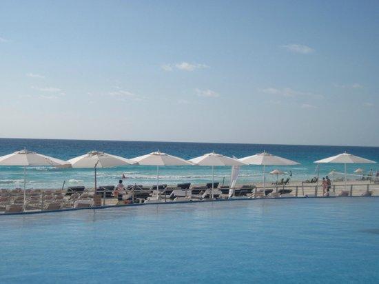 Beach Palace: Vista pileta principal