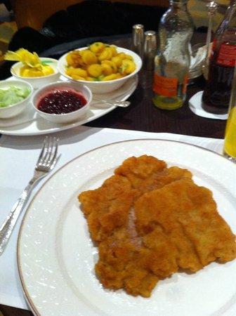 Hotel Vier Jahreszeiten Kempinski Munchen: wienerschnitzel top dei top