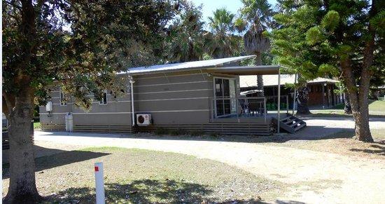 Barlings Beach Holiday Park : cabin