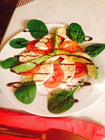 Mingo Bar Restaurante : Salat von Tomaten, Mozzarella und Avocado