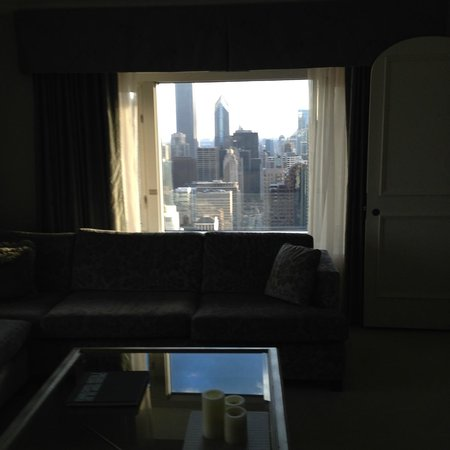 Four Seasons Hotel Chicago: Michigan Avenue South from the Bloomingdale buildng