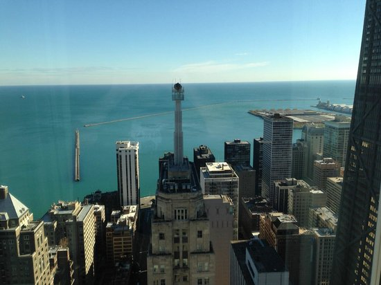 Four Seasons Hotel Chicago: Lake Michigan and Navy Pier and Palmolive Building