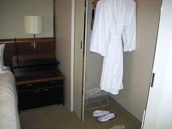 Keio Plaza Hotel Tokyo: Bathrobes & slippers