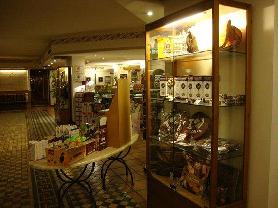 Etruscan Chocohotel: Hall