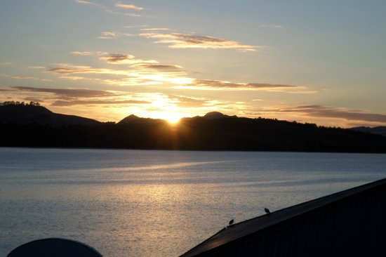 Mangonui Waterfront Apartments: Sunrise View from Whitu Studio Room
