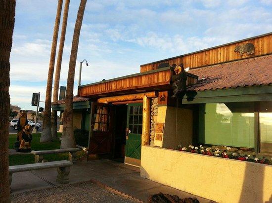 Black Bear Diner: Entrance to restaurant