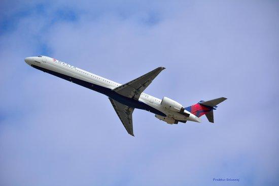 Charlotte Douglas Airport Overlook: Delta