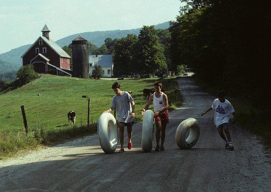 Liberty Hill Farm Inn: Tubing in the River