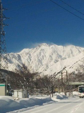Snowlines Lodge Hakuba: Heaps of fresh snow in March.