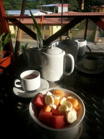 La Fortuna Suites: Breakfast on the patio