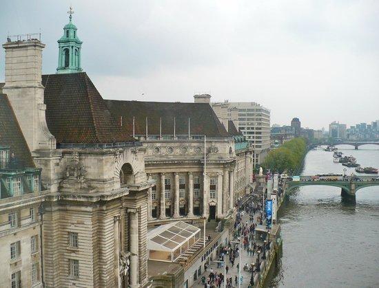 Premier Inn London County Hall Hotel : Riverwalk/hotel from Eye