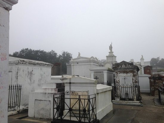 Free Tours by Foot : St Louis Cemetery