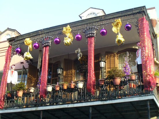 Free Tours by Foot: Mardi Gras Decorations in Garden District