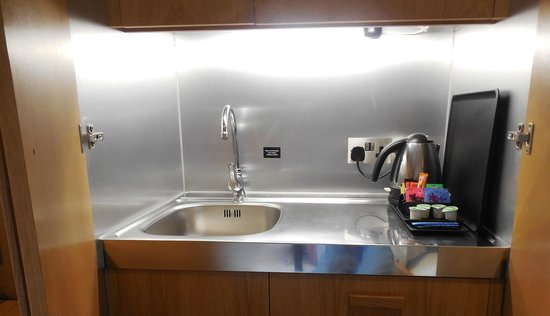 The Nadler Kensington: Small sink with in-room coffee
