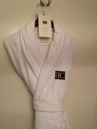 Hotel Chandler: Robes in bathroom