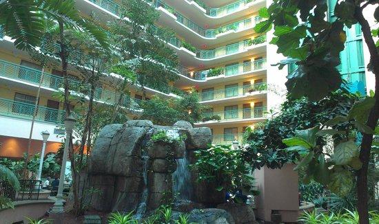 Embassy Suites by Hilton Miami - International Airport : Atrium