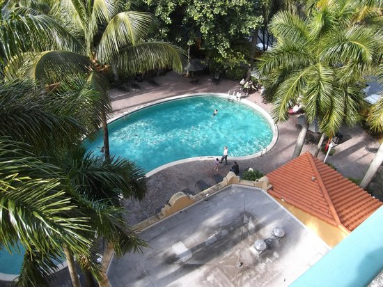 Embassy Suites by Hilton Miami - International Airport: Pool