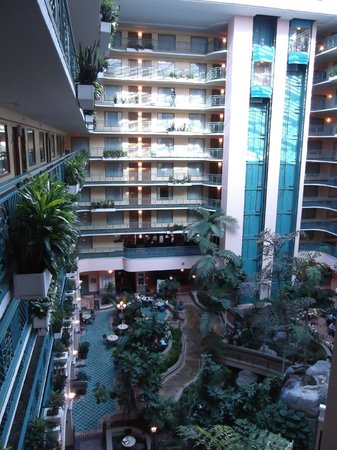 Embassy Suites by Hilton Miami - International Airport: Atrium