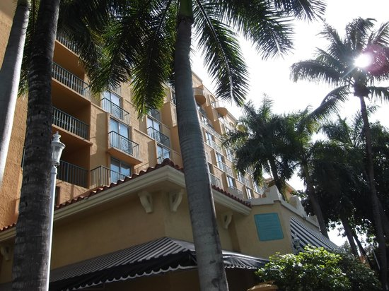 Embassy Suites by Hilton Miami - International Airport: Outside of hotel