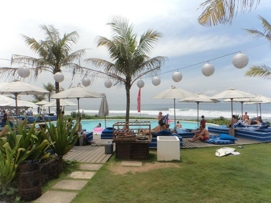 Komune Resort, Keramas Beach Bali: Pool area, with surf in background