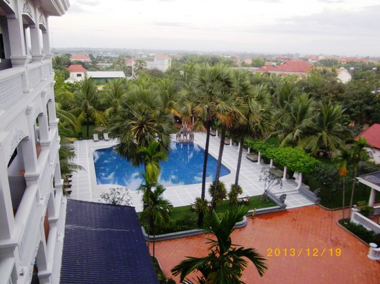 Ree Hotel: 自室より、プールサイド、大平原を望む!