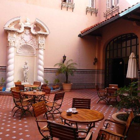 Mercure Sevilla La Habana: Lovely patio