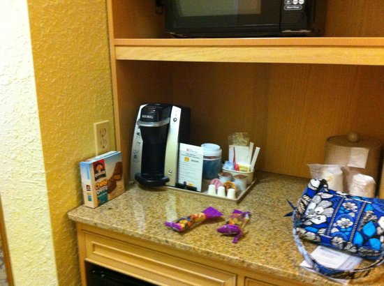 Hilton Garden Inn Atlanta North / Johns Creek: Keurig Coffee Machine