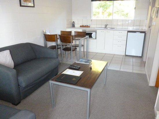 Best Western Braeside Rotorua: Living/dining area