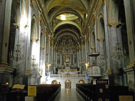 Cattedrale Nostra Signora Assunta : Acqui Terme (AL), l'interno del duomo con la navata centrale