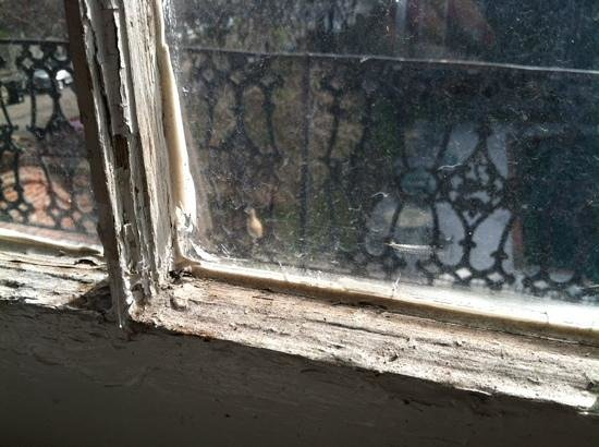 St. Vincent's Guest House : inside window sill