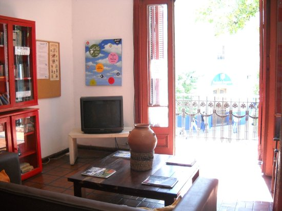 ViaVia Buenos Aires: Living room with TV, internet, library,...