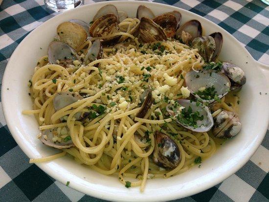 Il Baretto Italian Restaurant: Spaghetti and Clams