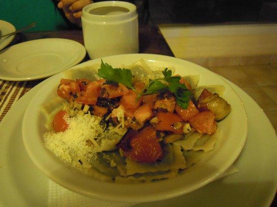 Hotel municipal Costanera: Ravioles caseros con salsa Costanera,muy ricos!!!!