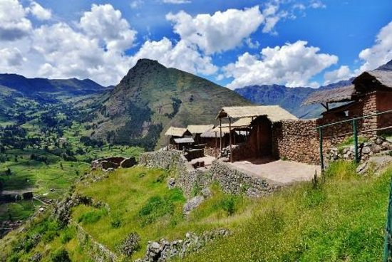 Pisac: On way to the vilage