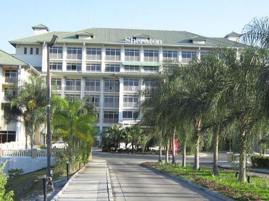 Sheraton Bijao Beach Resort: La façade de l'hôtel