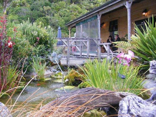 Punakaiki Tavern & Motel: Outside dinning